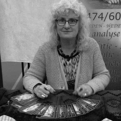 Anne Wauters - Kaartlegster en fotoanalist