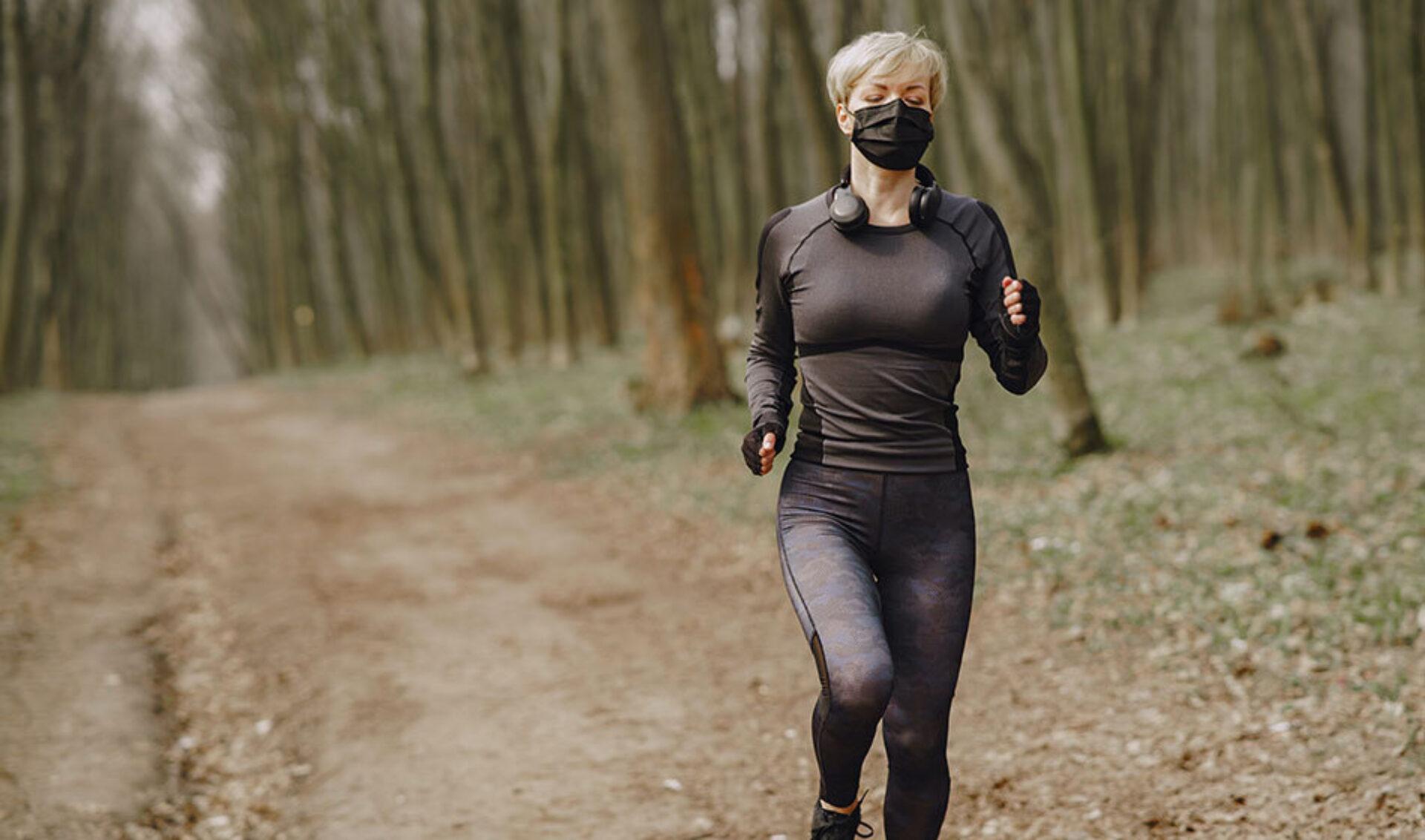 VIDEO: Sporten met een mondkapje aan? Geen goed idee!