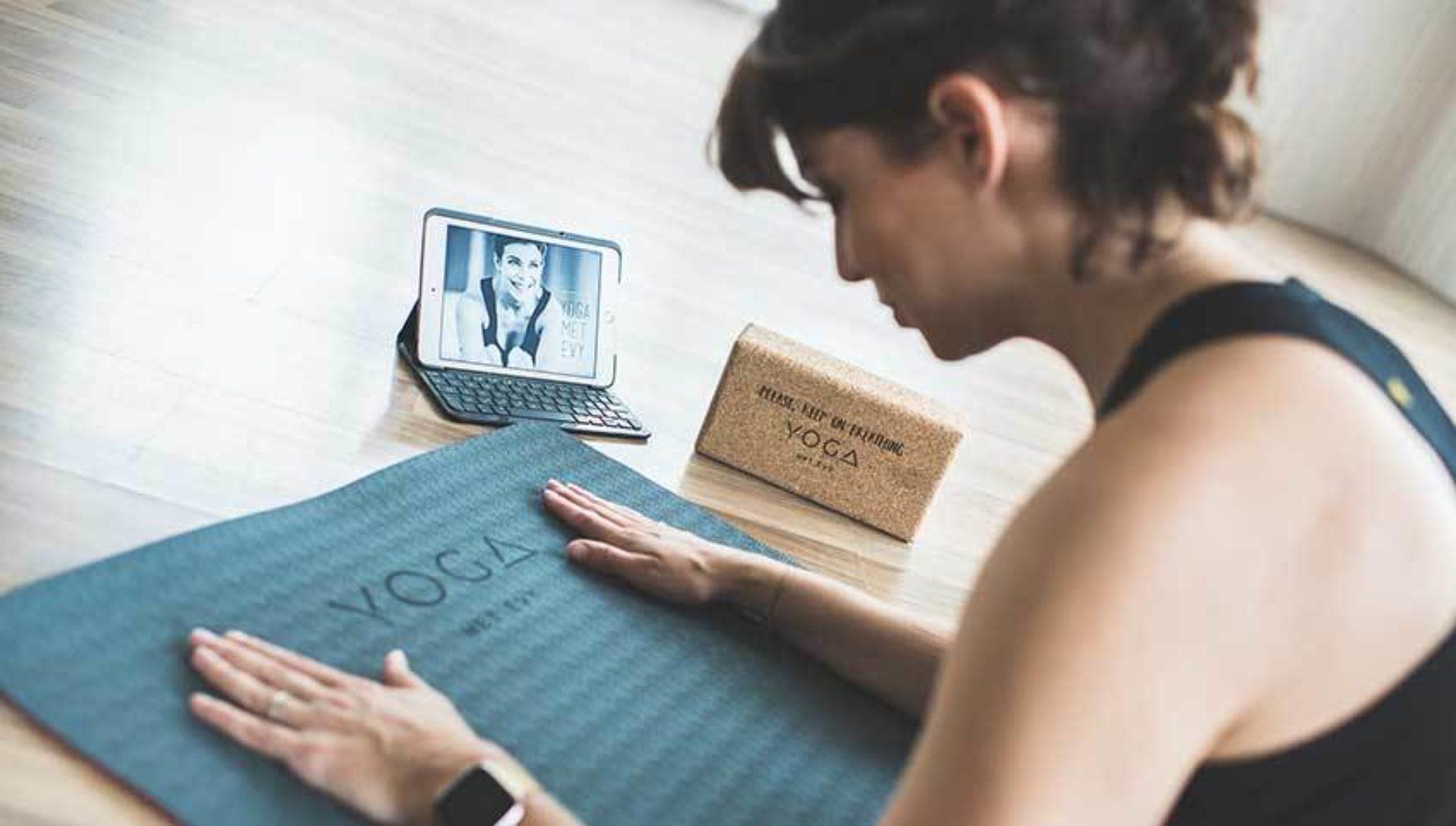Waarom Evy Gruyaert gebeten is door de yogamicrobe