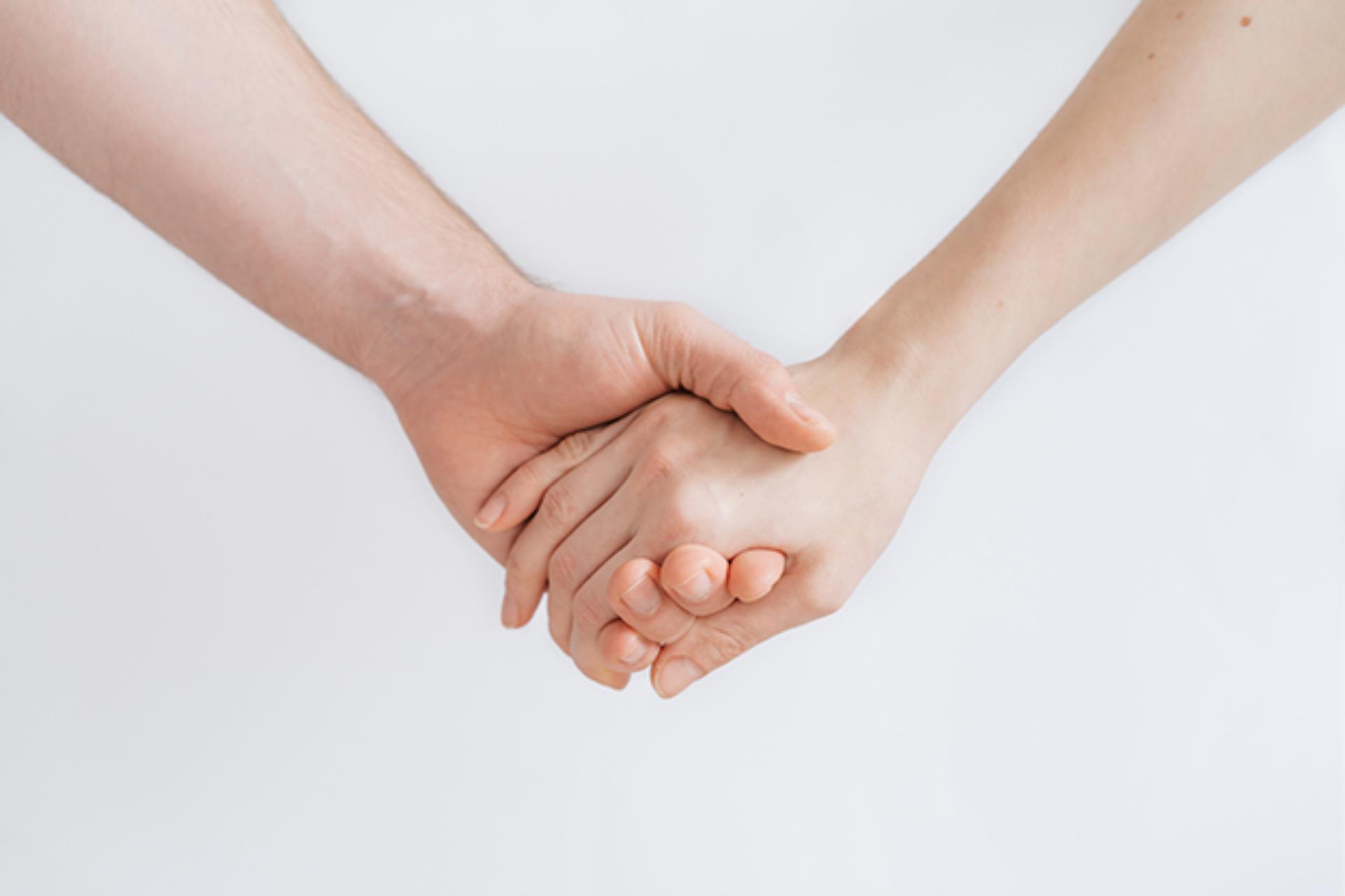Tweelingzielen, soulmates en karmische relaties: de verschillen helder uitgelegd